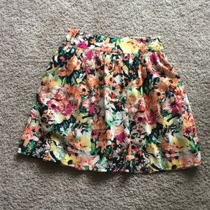 Floral skirt with elastic band on the back